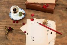 Leere Schale mit Kaffeesatz Lizenzfreie Stockbilder