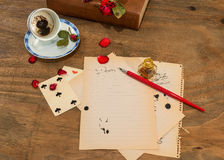 Leere Schale mit Kaffeesatz Stockbilder