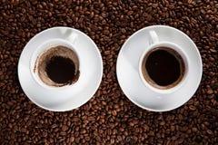 Leere Schale und Tasse Kaffee lizenzfreie stockfotos