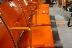Leere Sitze des Baseballstadions Stockfoto