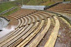 Leere Sitze an einem im Freientheater Lizenzfreie Stockfotografie