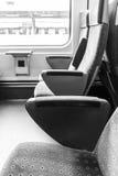 Leere Sitze in einem Zug Stockfotos