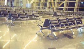 Leere Sitze im Warteraumflughafen Stockfotografie