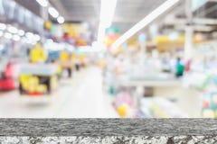 Leere Spitzensteintabelle und sonnige Zusammenfassung verwischten bokeh lizenzfreies stockfoto