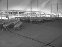 Leere Stühle im Zelt Lizenzfreie Stockfotografie