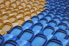 Leere Stadionsitze lizenzfreie stockbilder