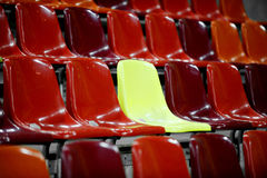 Leere Stadionssitze Lizenzfreie Stockfotos