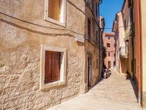 Leere Straße in der alten Stadt Lizenzfreies Stockbild