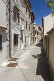 Leere Straße in der alten Stadt Stockfotos