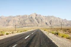 Leere Straße in der iranischen Wüste Stockfoto