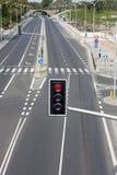 Leere Straße in der Stadt mit Straßenlaterne Stockbild