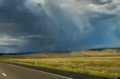Leere Straße in Richtung zu Bryce Canyon in Utah Vereinigte Staaten von Ameri Lizenzfreie Stockbilder