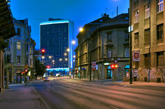 Leere Straßen nachts, Novo Sarajevo, Bosnien-Herzegowina Lizenzfreies Stockfoto