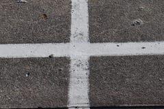 Leere Straßen mit den Zeichen gemalt an in Nord-Deutschland stockfoto