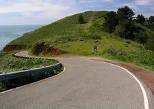 Leere Straße auf der Kalifornien-Küste Lizenzfreie Stockfotografie