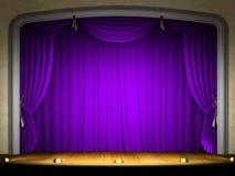 Leere Stufe mit violettem Trennvorhang Stockbilder