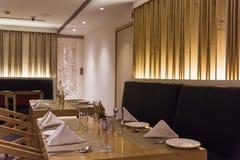 Leere Tabelle an einem Restaurant stockfoto