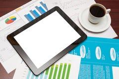 Leere Tablette und ein Tasse Kaffee im Büro Stockfotos
