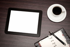 Leere Tablette und ein Tasse Kaffee im Büro Stockbilder