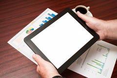 Leere Tablette und ein Tasse Kaffee im Büro Stockfotografie