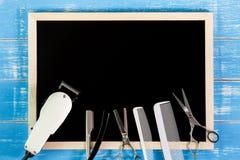 Leere Tafel und Scherenfriseur stellten mit verschiedenen acces ein Lizenzfreie Stockbilder