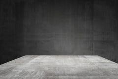 Leere Tischplatte bereit zur Produktanzeigenmontage; Zementtabelle und grauer Zementhintergrund Stockfoto