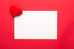 Leere Valentinsgrußtageskarte mit wenig Herzen Rote Herzen auf weißem Hintergrund für Valentinsgruß-Tag, Valentinsgruß-Karte, Lie Lizenzfreie Stockfotografie