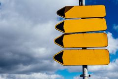 Leere Verkehrsschildzeiger lizenzfreie stockfotos