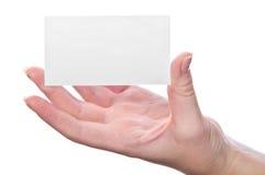 Leere Visitenkarte in der Hand der Frau stockfotos