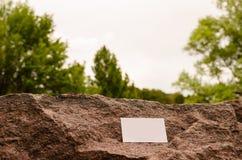 Leere Visitenkarte im Freien Stockfoto