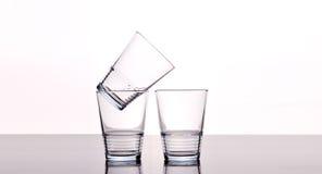 Leere Wassergläser lizenzfreies stockfoto
