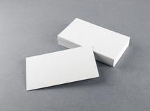 Leere weiße Visitenkarten Stockbild