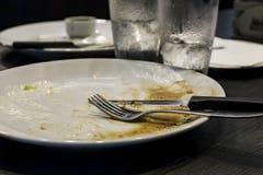 Leere weiße Platte nach dem Abendessen Lizenzfreie Stockfotografie