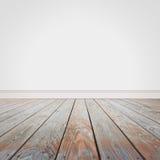 Leere weiße Wand und hölzerner alter Boden-Hintergrund Stockbilder