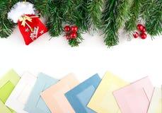Leere Weihnachtsfotorahmen mit Tannenbaum und Dekor Kopieren Sie Platz lizenzfreie stockfotos