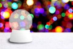 Leere Weihnachtsschnee-Kugel mit Feiertags-Hintergrund Lizenzfreies Stockfoto