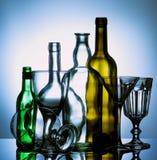 Leere Wein-Gläser und Flaschen Stockbilder
