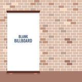 Leere Werbungs-Anschlagtafel auf Backsteinmauer Lizenzfreie Stockfotos