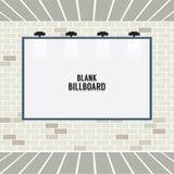 Leere Werbungs-Anschlagtafel auf Backsteinmauer Stockbild