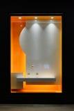 Leeren Sie das Shopfenster, das mit geführtem Licht verziert wird lizenzfreie abbildung