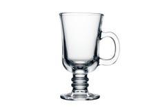 Leeren Sie das Teeglas, das auf einem Weiß getrennt wird Lizenzfreies Stockfoto