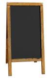 Leeren Sie den alten hölzernen Pubmenüvorstand, der auf Weiß getrennt wird. Stockfotografie