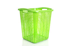 Leeren Sie den neuen grünen Plastikkorb, der auf Weiß lokalisiert wird Lizenzfreie Stockfotografie