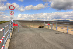 Leeren Sie obere Verdammung des pumpenden Wasserkraftwerks in Stockfoto