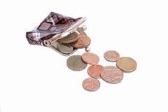 Leeren Sie offenen Geldbeutel und einige Englischmünzen Stockfotografie