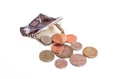 Leeren Sie offenen Geldbeutel und einige Englischmünzen Stockbild
