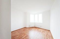 Leeren Sie Raum mit Fenster Lizenzfreie Stockfotografie