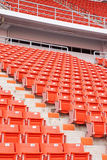 Leeren Sie rote Stadionsitze Stockfoto