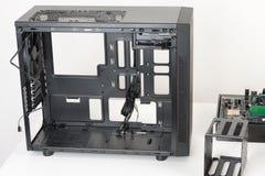 Leeren Sie schwarzen Computerkasten, Midi-Turm für Mikro-ATX-Motherboard Stockbild
