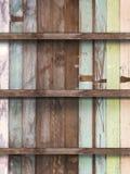 Leeren Sie sich vom alten hölzernen Regal Stockbilder
